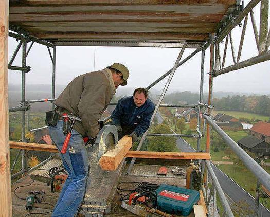Handwerker auf dem Jetscher Kirchturm
